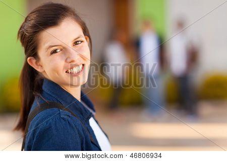 Portrait of smiling junge Schulmädchen