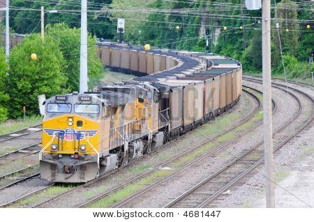 Trem transportando carvão perto cidade de Jefferson Mo