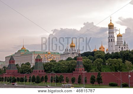 Moscow Kremlin Wall, Ivan The Great Bell Tower And Archangel Cathedral At The Evening
