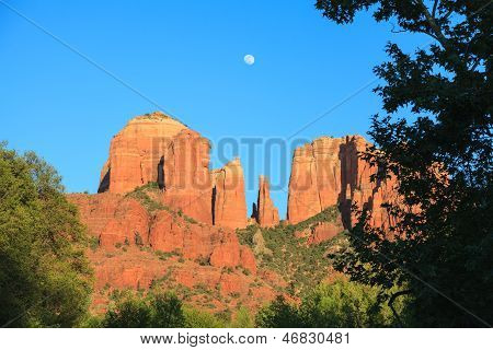Moonrise Rock Catedral