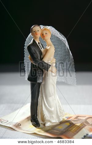 Wedding Couple Figurine And Euro Note
