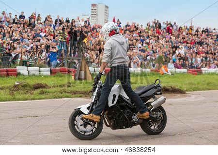 MOSCOW - AUG 25: Biker stunt shows on motorcycle on Festival of art and film stunt Prometheus in Tushino on August 25, 2012 in Moscow, Russia. The festival was organized in 1998.