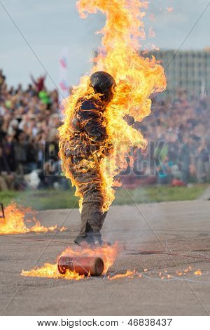 MOSCOW - AUG 25: Man on fire stunt shows on Festival of art and film stunt Prometheus in Tushino on August 25, 2012 in Moscow, Russia. The festival was organized in 1998.