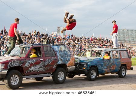 MOSCOW - AUG 25: Stunt jump from one vehicle to another on Festival of art and film stunt Prometheus in Tushino on August 25, 2012 in Moscow, Russia. The festival was organized in 1998.