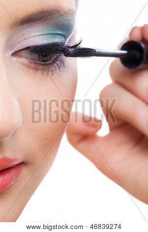 Hinter den Kulissen Szene: professionellen Maskenbildner pinup girl Model Make-up bei der Arbeit zu tun