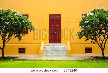 The yellow walls with red door.