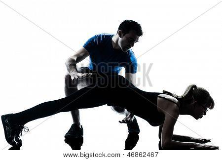 instrutor de aeróbica caucasiano com exercício de treino de fitness no estúdio iso silhueta de mulher madura