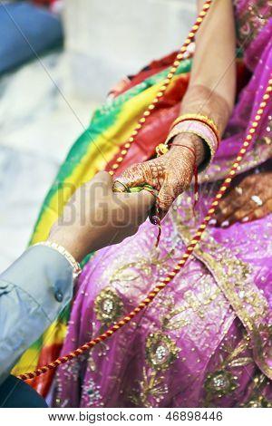 Great Hindu Wedding Ritual All Tied Up