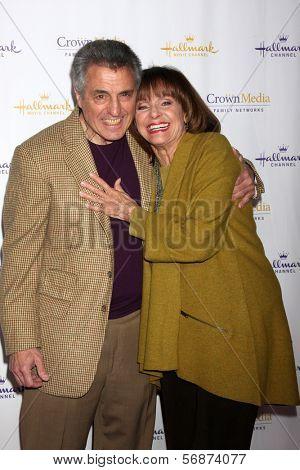 LOS ANGELES - JAN 11:  Tony Cacciotti, Valerie Harper at the Hallmark Winter TCA Party at The Huntington Library on January 11, 2014 in San Marino, CA