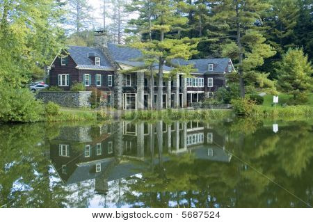 Pond Lodge