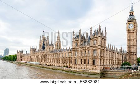 Wide view of river Thames and Houses of Parliament in London England