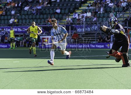 THE HAGUE, NETHERLANDS - JUNE 13: Argentinian player Menini is on his way to the goal during the semi-finals of the world championships hockey 2014. AUS wins 5-1