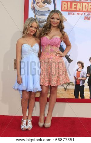 LOS ANGELES - MAY 21:  Emily Alyn Lind, Natalie Alyn Lind at the