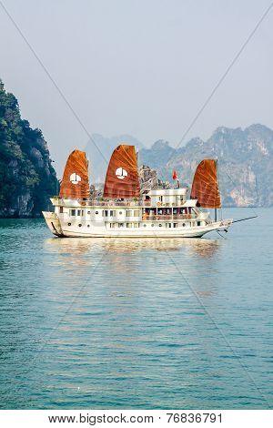 Boat on Ha Long Bay