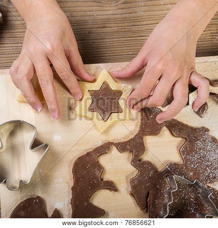 Christmas baking prepare child the cake