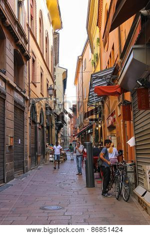 People In The Narrow Via Drapperie In Bologna. Italy