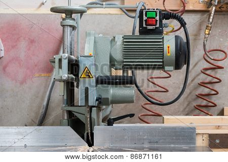 fixed circular buzz saw with electric motor engine and green red buttons