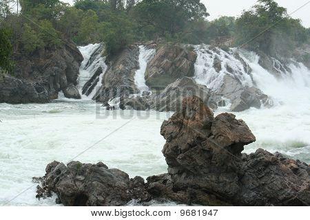 rocks in Mae kpng river