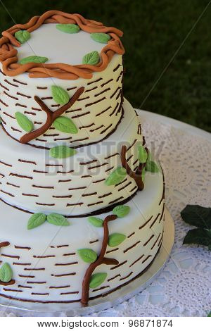 Three layer weddng cake