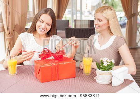 Beautiful women are spending time together is cafe