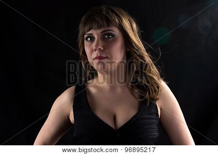 Image of plump brunette woman