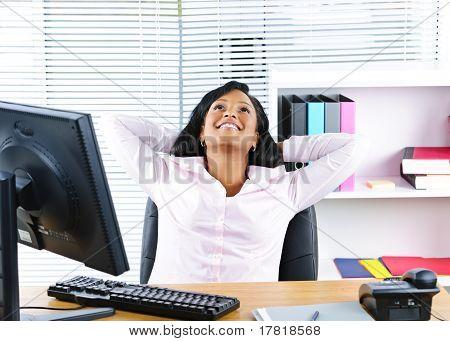 schwarz geschäftsfrau ruhelosigkeit am Schalter