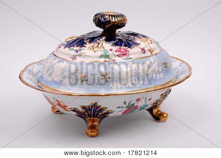 An antique porcelain tureen dating to the Georgian period c1810