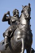 picture of beheaded  - Monument statue of King Charles I of England - JPG
