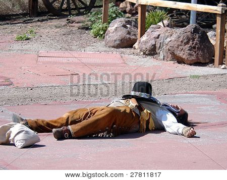 A Calico Gunfighter lies shot dead in the street.