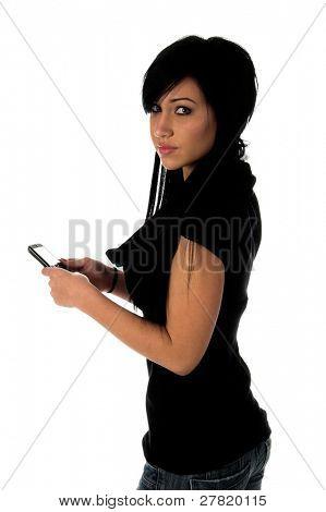 Adolescente usando um telefone celular para enviar uma mensagem de texto em um telefone celular