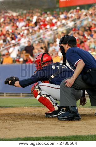 Baseball-Catcher und Umpire