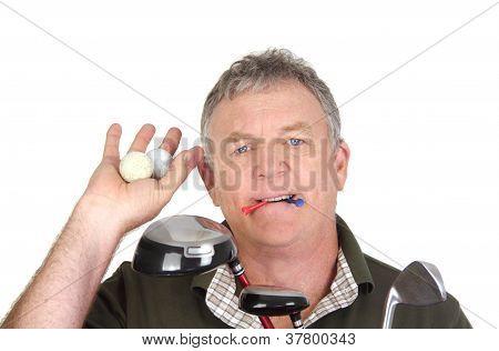 Golfista com bolas