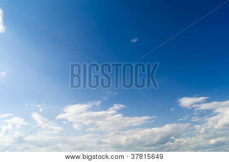 O céu Solar e Clouds.2 branco