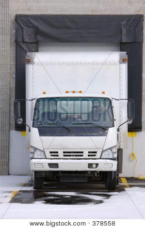 Vrachtwagen bij Dock