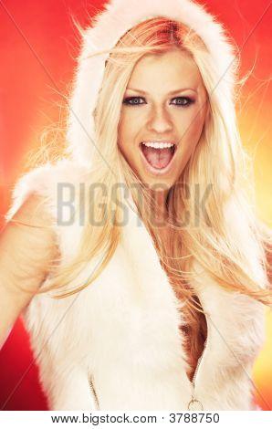 Retrato de mujer hermosa vestida de Santa Claus