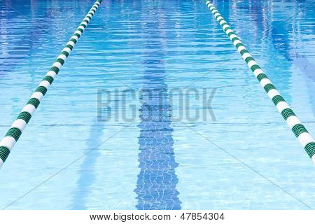 Piscina Swim Lanes