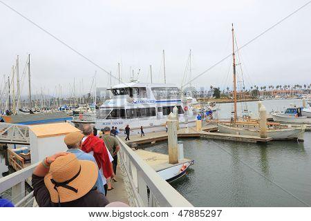 Boarding Island Explorer boat