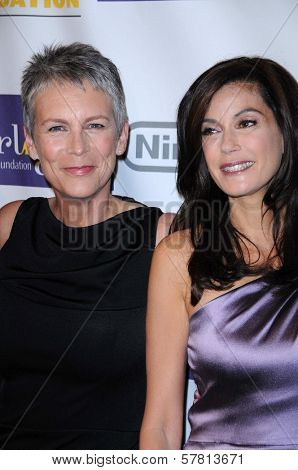 Jamie Lee Curtis and Teri Hatcher at the Starlight Children's Foundation's 'A Stellar Night' Gala. Beverly Hilton Hotel, Beverly Hills, CA. 03-27-09