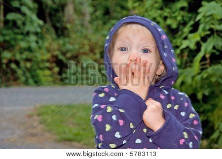 Kleinkind überrascht