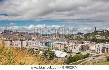 Wide view of Edinburgh skyline