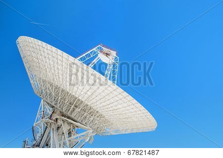 Giant Satellite Dishes Antenna
