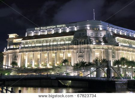 Fullerton Hotel Singapore by night