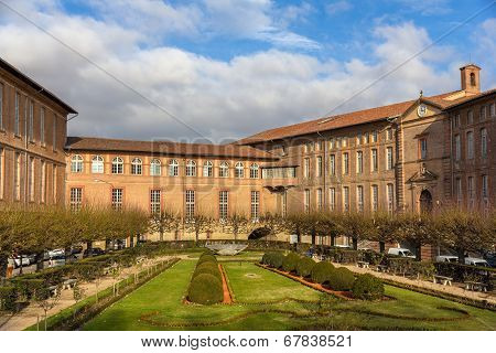 Hospital Hotel-dieu Saint-jacques In Toulouse