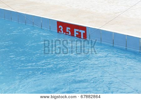 3,5 Ft Sign At A Swimming Pool