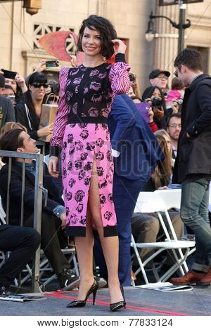 LOS ANGELES - DEC 8:  Evangeline Lilly at the Peter Jackson Hollywood Walk of Fame Ceremony at the Dolby Theater on December 8, 2014 in Los Angeles, CA