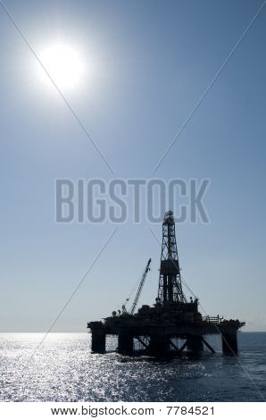 silhouette of oil drilling rig