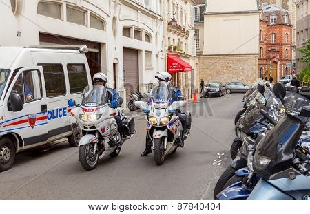 Paris. Police.
