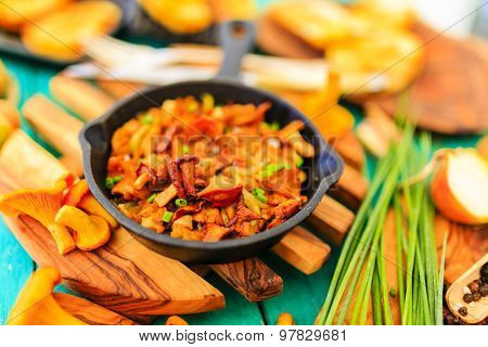 Cooking - food with fried chanterelles