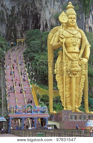 golden statue and staircase to Batu caves