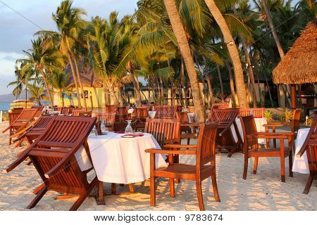 Tropical Dining